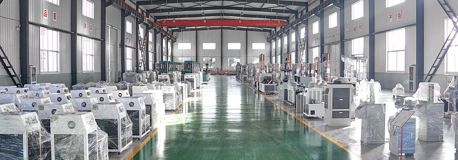 Завод Liangong общий вид склада оборудования