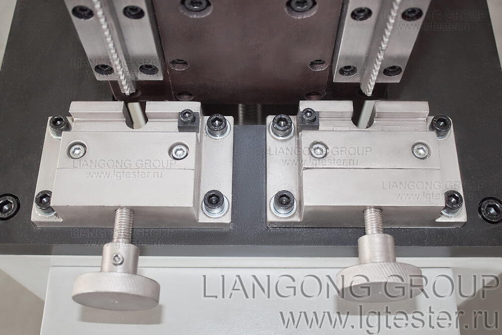 Зажим образцов в протяжном станке Liangong CSL-B