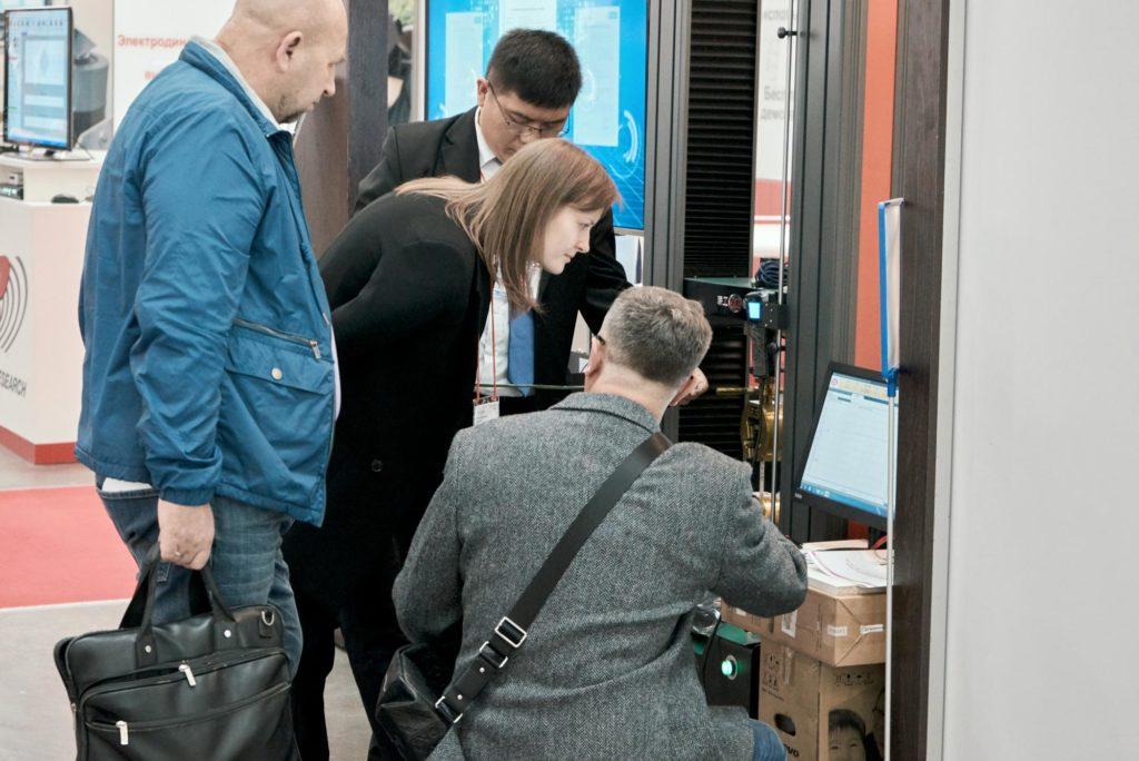 Проведение испытаний образцов на выставке Testing and Control 2019 Liangong