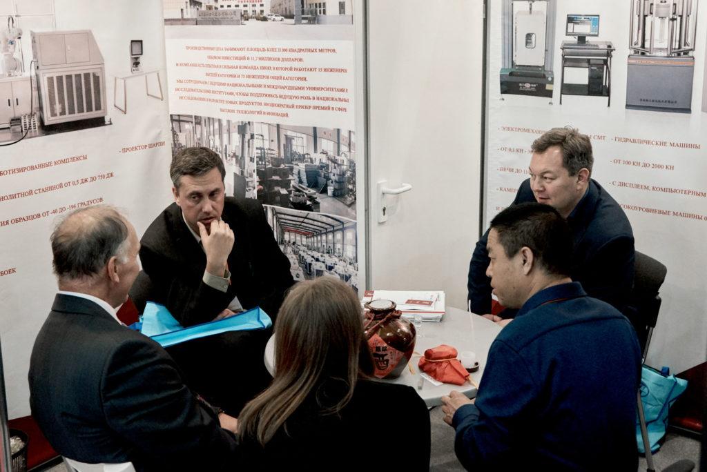 Встреча с клиентами на выставке Testing and Control 2019 Liangong ЧМК